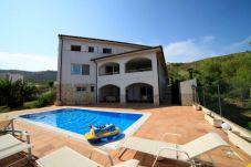 Villa con piscina en la zona de Urbanización las fuentes