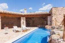 Villa de 2 habitaciones en Algaida