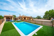 Villa en Llubi para 4 personas con 2 habitaciones