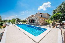 Villa con piscina en Llubi