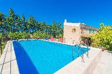 Villa con piscina en Maria de la salut