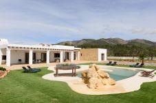 Villa de 4 habitaciones a 10 km de la playa