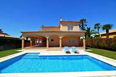 Casa con piscina en Sant Pere Pescador