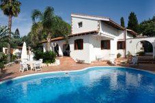 Villa con piscina en la zona de Area Marina del Plemmirio
