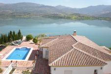 Villa de 4 habitaciones en Viñuela